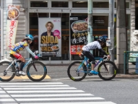 Cycling  1705031009 Tokyo. Officially you should drive at the walkway. : Countries & Places, Cycling, Japan, Tokyo